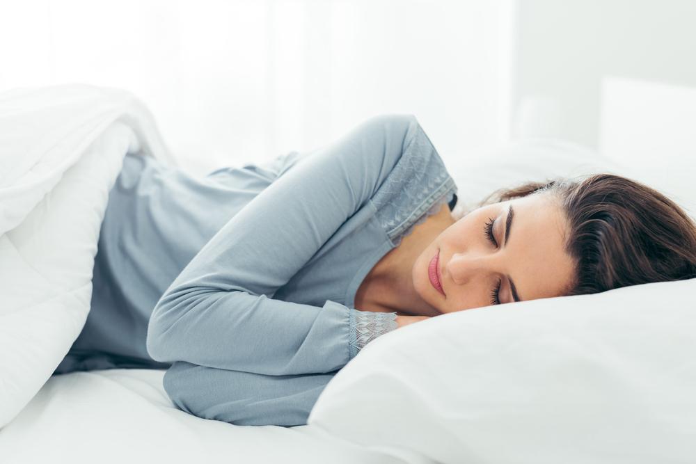 女性が寝ている